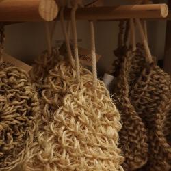 Οικολογικές φυσικές ίνες για την περιποίηση του σώματος